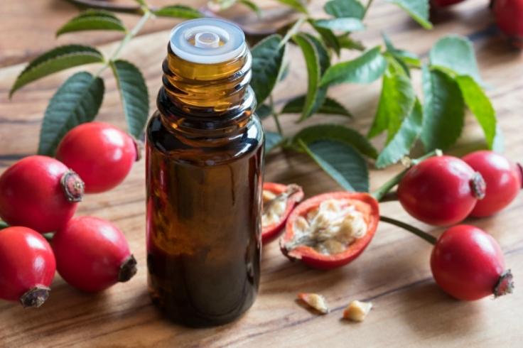 rosehip-oil-in-a-bottle